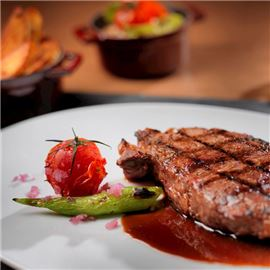delicious-steak-with-special-sauce-650-650